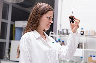 Vědci vyvinuli miniaturní solární pece. Umějí odstranit toxické plyny i vyrábět nanomateriály