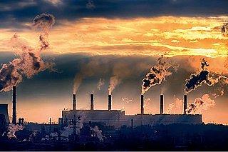 Čeká nás katastrofální nárůst emisí, varuje IEA. Cesta z krize si žádá uhlí