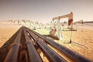 Cena ropy odepisuje přes dvě procenta, předtím vystoupala nejvýše za tři roky